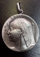 Médaille tête d'Isis en métal