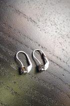 Boucles d'oreilles petit triangle de front, strassé