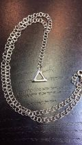 Pendentif triangle chaîne maillons larges