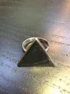 Bague triangle plein