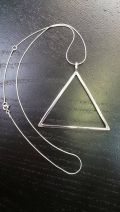 Pendentif triangle creux oversized