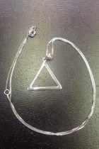 Pendentif triangle creux (+ chaîne)