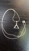Pendentif triangle creux petit