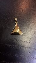 Pendentif seul triangle plein plaqué or