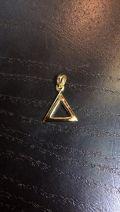 Pendentif seul petit triangle plaqué or