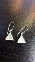 Boucles d'oreille triangle rempli de nacre
