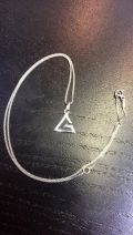 Pendentif triangle lettre G